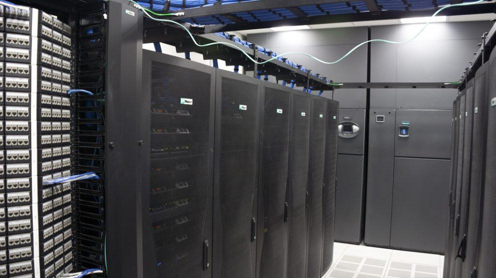 محاسبهی فضا و ظرفیت برق مرکز داده
