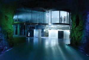 مرکزداده بانهوف: اتاق کنفرانس گرد و شیشهای، مسلط به سالن سرور
