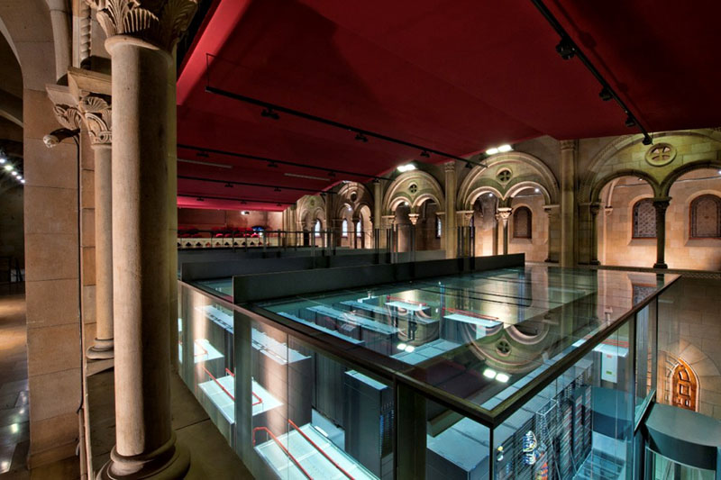 مرکز ابررایانش بارسلونا (مرکزداده)، معروف به «Pecera»، بهاسپانیایی «تنگ ماهی»
