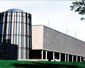 مکان مرکز داده Calcul Quebec در ساختمان سیلو شکل بتنی