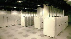 رکهای بستهٔ دارای کانالهای عمودی خروج هوای گرم در مرکز دادهٔ سیسکو