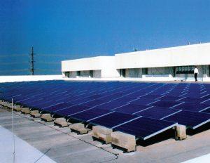 پانل خورشیدی ۱۰۰ کیلوواتی روی بام مرکز دادهٔ سیسکو