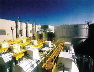 مخازن سوخت ژنراتور، مخازن آب سرد، مخزن آب جبرانی داخلی در پشت مرکز دادهٔ سیسکو