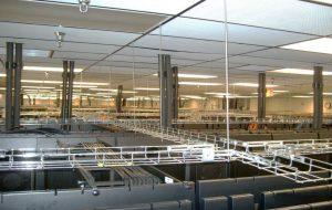لولهکشی زیر سقف مرکز داده برای تامین آب کولرهای ردیفی، در محیط کف سازه