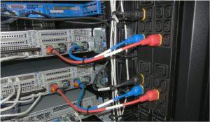 کابلکشی بهبودیافته برای ورودیهای برق تجهیزات مرکز داده، با استفاده از رنگهای کدبندیشده و طول مناسب