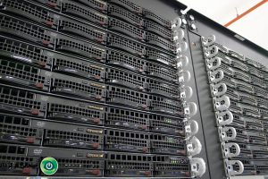 مقالهٔ راهبردهای اجرای سرور خشابی (Blade Server) در مرکز داده موجود