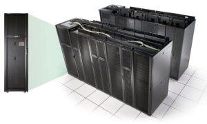 سیستم توزیع سنتی سربندیشده در کارخانه، همراستا با رکها در ردیف مرکز داده