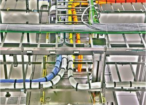 دستههای کابلکشی ساختیافته سقفی در مرکز داده IO در فینیکس