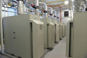 برق اصلی مرکز داده دانشگاه سیراکیوز از ۱۲ توربین مقیاس کوچک ۶۵ کیلوواتی تامین میشود که بهجای UPS هم عمل میکنند.