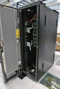 مبدل برودتی درب عقب RDHx ساخت IBM که گرما را از سختافزارهای درون رکهای مرکز داده دور میکند.